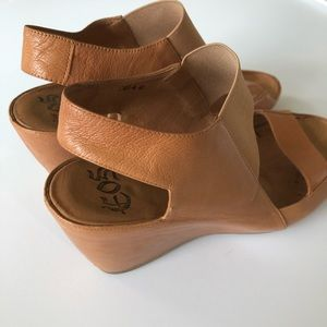 EOS 40 Tan Leather Thick Strap Slingback Wedge